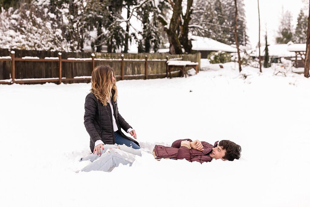 #snowday #couple #snowpics #coupleinsnow #snowcouple #friends #lifestyle #lifestylesnow #snowportraits