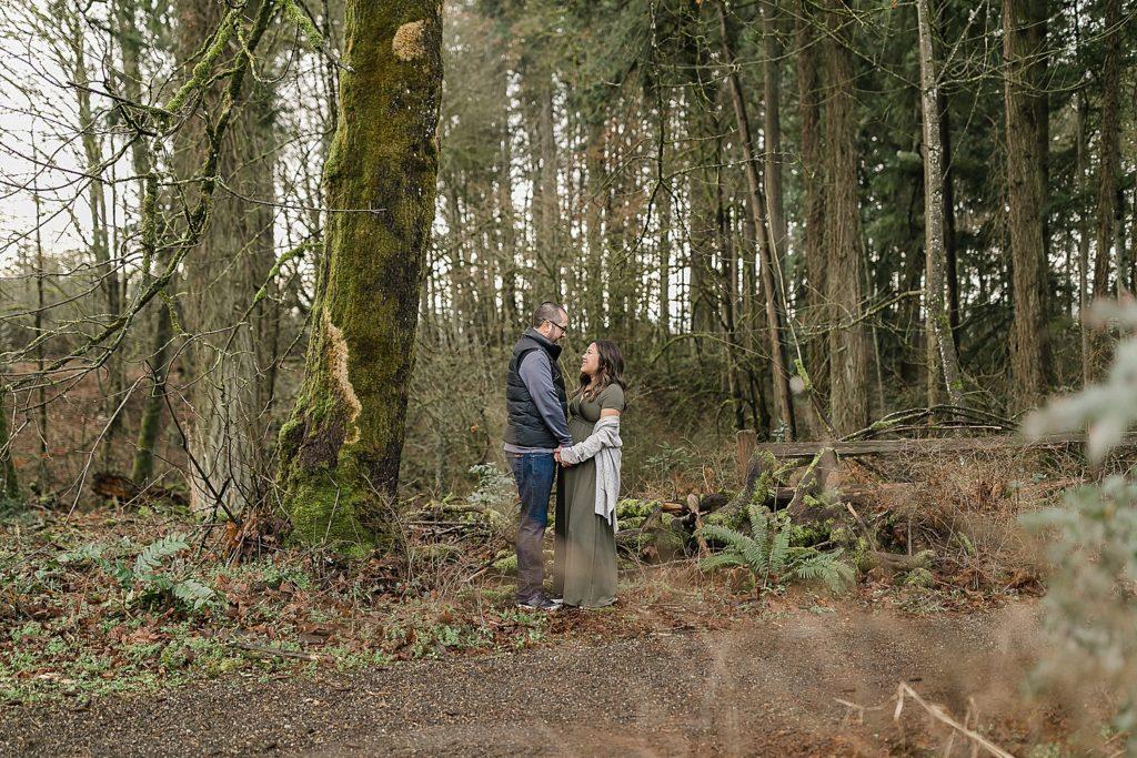 Maternity photos in Graham Oaks Nature Park in Oregon by Amanda Meg Photography